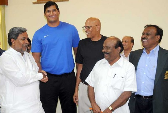 Vikas Gowda with Karnataka Chief Minister Siddaramaiah in Bangalore