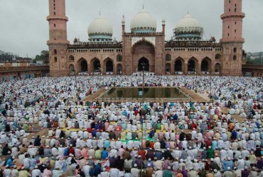 Muslims offer prayers on occassion of Eid-ul-Fitr in Bhopal