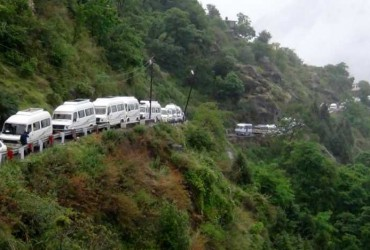Devotees stranded in Chamoli district of Uttarakhand after Badrinath Yatra got suspended