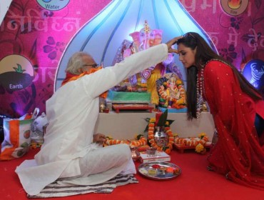Actor Rani Mukerji during the Ganesh Chaturthi celebrations in Mumbai, on Aug 29, 2014. (Photo: IANS)
