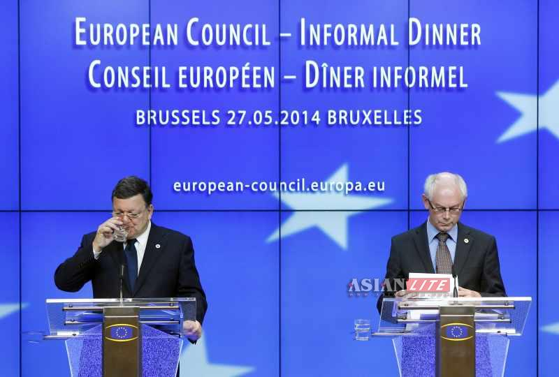 President of European Council Herman Van Rompuy (R) and President of European Commission Jose Manuel Barroso attend the press conference
