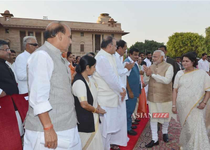 Modi arrives at Raj Bhavan