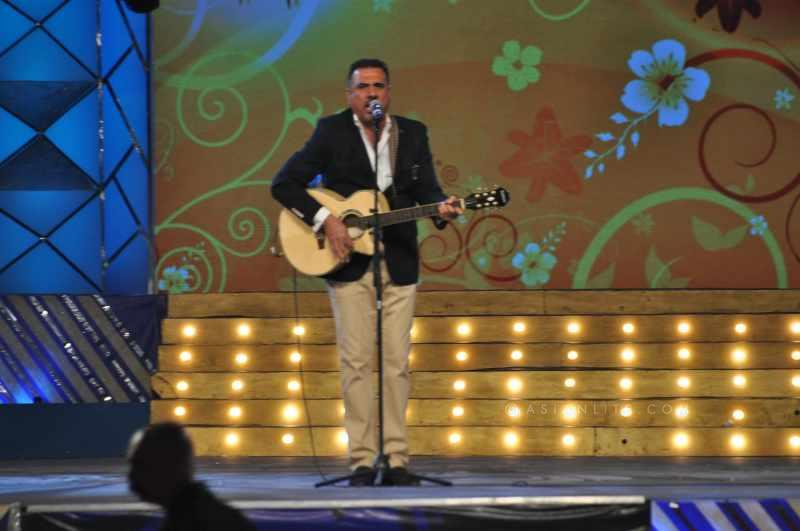 Boman Irani performing at an awards event