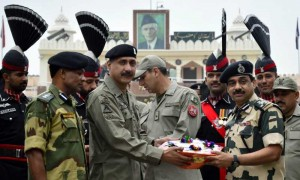 Pak Rangers officials giving sweets and fruit basket to his Indian counterparts at Attari land border on the occasion of Eid ul Fitr. FILE PHOTO
