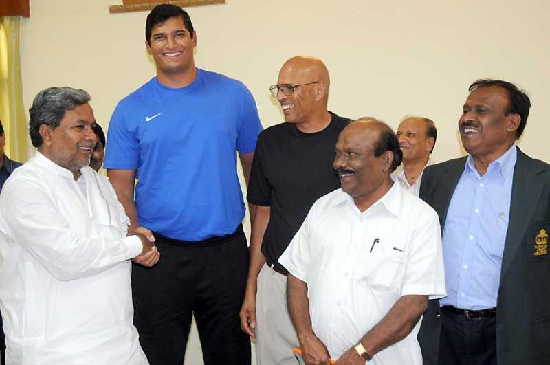 Vikas Gowda with Karnataka Chief Minister Siddaramaiah in Bangalore