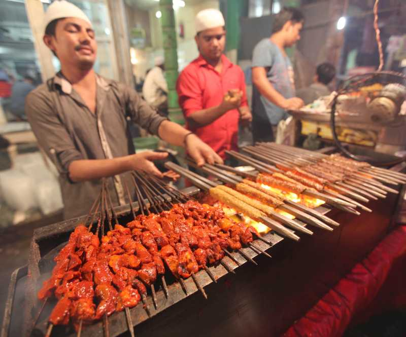 Chefs busy cooking kebabs and other delicacies on the Delhi streets during Ramadan