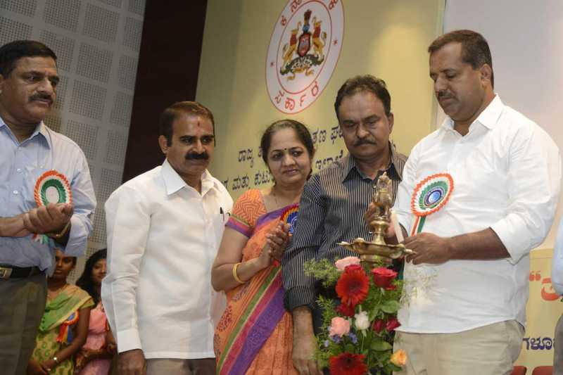 Karnataka Minister for Health and Family Welfare UT Khader lighting lamp to inaugurate the Awareness programme on Anti Tobacco Day, at Bangalore medical College, in Bangalore
