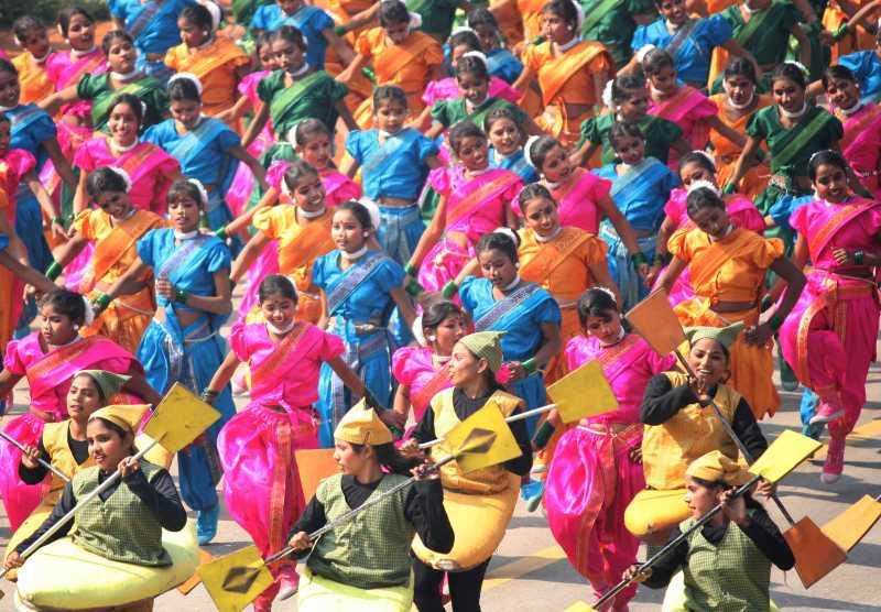India dancers children