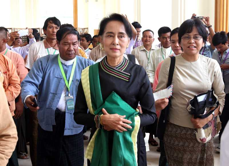 Aung San Suu Kyi (C), leader of Myanmar's National League for Democracy (NLD)