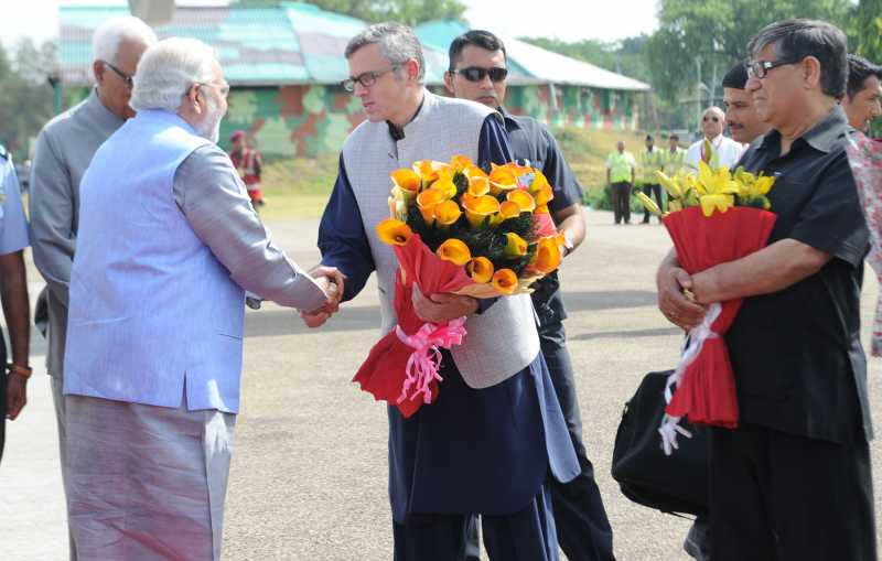 Prime Minister Mr Narendra Modi being received by the Chief Minister of Jammu and Kashmir, Mr Omar Abdullah, on his arrival at Jammu airport, in Jammu and Kashmir