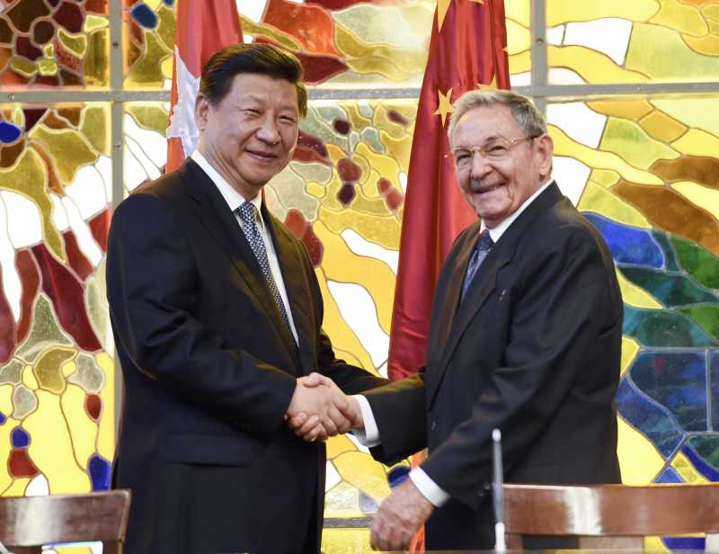 Chinese President Xi Jinping (L) and Cuban President Raul Castro attend a signing ceremony for bilateral documents in Havana, capital of Cuba, July 22, 2014.