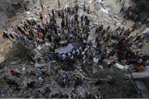 Palestinians try to find survivors under the debris of a destroyed house in Al Sheikh Redwan area in the Gaza City. A large-scale Israeli military operation launched on the Gaza Strip since July 8 has already killed a total of 548 Palestinians and wounded around 3,300 others, medics said on Monday.