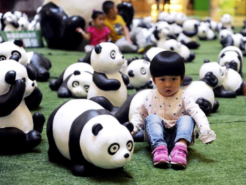 CHINA-INNER MONGOLIA-HOHHOT-PANDA FIGURES (CN)