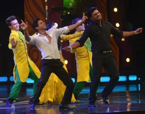Actor Shahrukh Khan during a program in Kolkata on Aug 9, 2014. (Photo: IANS)
