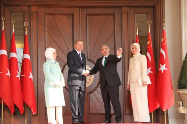 Turkey's outgoing president Abdullah Gul (2nd R) and new president Recep Tayyip Erdogan (2nd L) shakes hands during the presidential takeover ceremony in the Presidential Palace in Ankara, Turkey