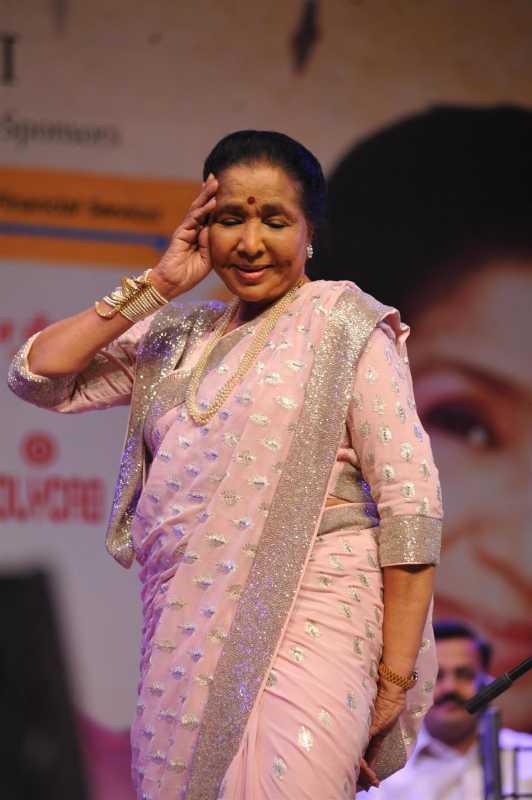 Singer Asha Bhosle during the 25th Master Dinanath Mangeshkar Awards in Mumbai on April 25, 2014. (Photo: IANS)