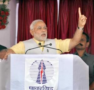 Prime Minister Narendra Modi addresses after dedicating 765 kV Solapur - Raichur transmission lines at Solapur, Maharashtra on August 16, 2014. (Photo: IANS/PIB)