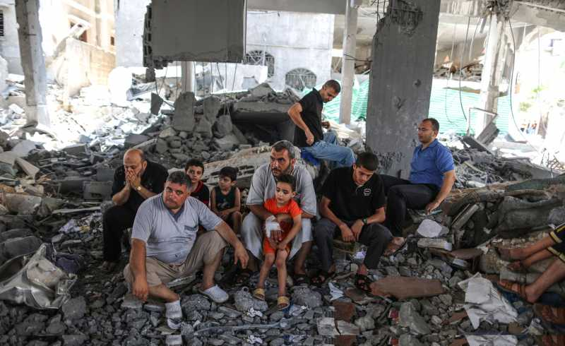 GAZA,Palestinian men pray on the rubble during Friday prayers at Al-Sousi mosque that was destroyed by Israeli military forces during the latest fighting between Israel and Hamas, in Gaza City on Aug. 15, 2014. (Xinhua/Wissam Nassar)