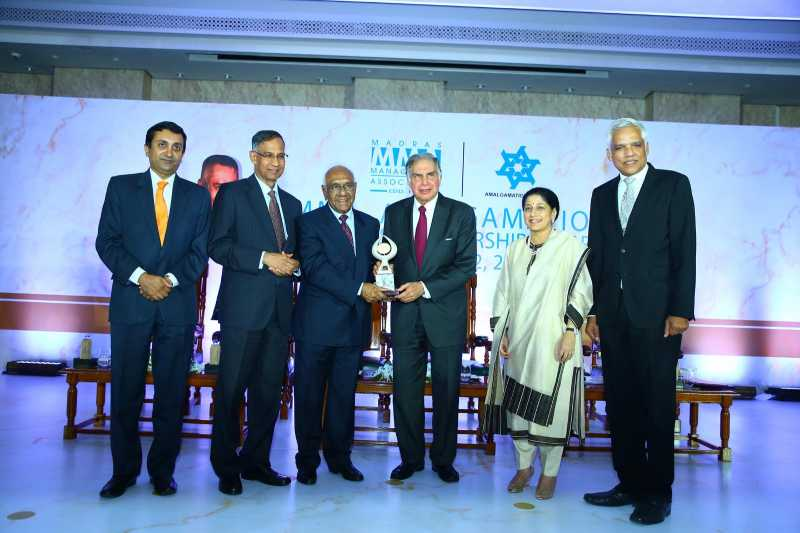 Amalgamations Group Chairman A Krishnamoorthy presents the 18th MMA Amalgamations Business Leadership Award (BLA) 2014 to Tata group Chairman Emeritus Ratan Tata in Chennai on Aug 12, 2014. (Photo: IANS)