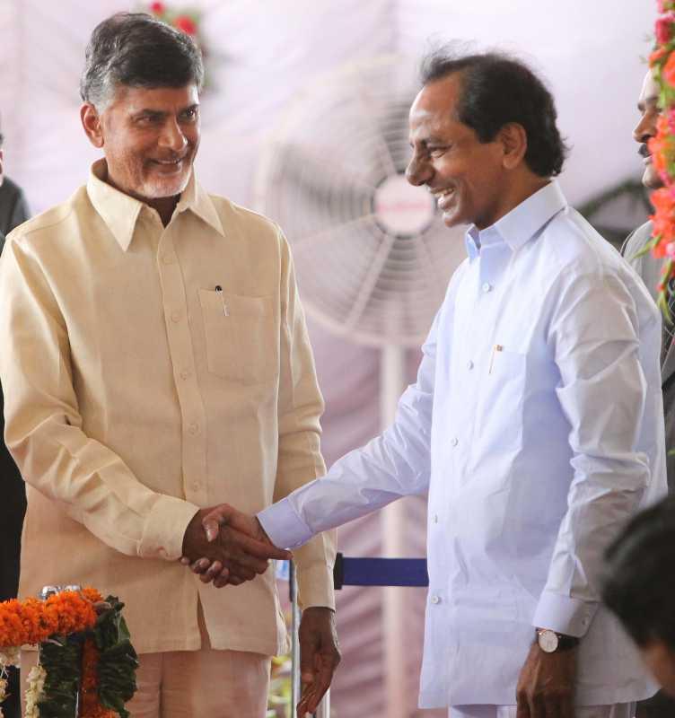Telangana Chief Minister K Chandrasekhar Rao and Andhra Pradesh Chief Minister N. Chandra Babu Naidu receiving President Pranab Mukherjee at Begumpet Airport