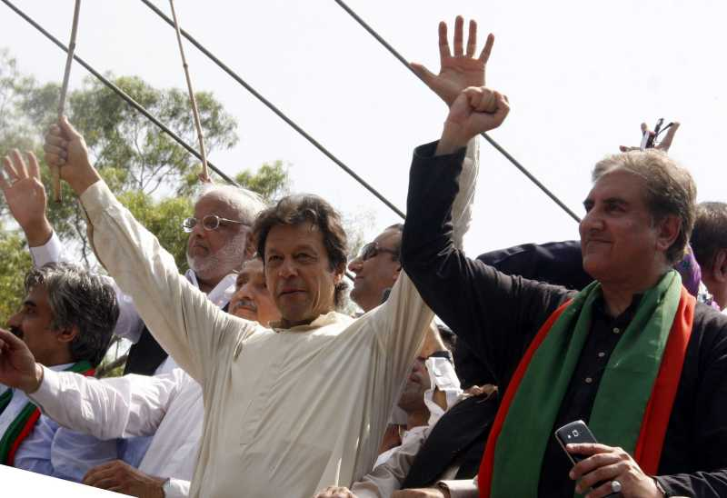 Pakistan senior opposition leader Imran Khan (L, front) gestures as he heads a protest march from Lahore to Islamabad against the government, in east Pakistan's Lahore on Aug. 14, 2014. Imran Khan, a former cricket icon, on Thursday started an anti-government march from the eastern city of Lahore. (Xinhua/Sajjad) ****Authorized by ytfs****