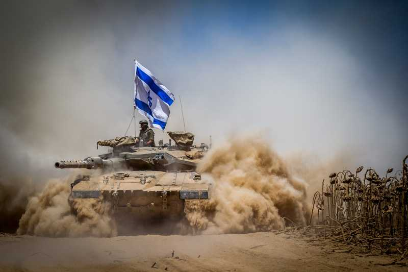 An Israeli Merkava tank pulls back from the Gaza Strip to an army deployment area in southern Israel bordering the Gaza Strip, on Aug. 3, 2014. The Israeli military has announced that it will hold fire for seven hours Monday in parts of the Gaza Strip to facilitate the entry of humanitarian aid and for displaced Palestinians to return to their homes. (Xinhua/JINI) (zhf)