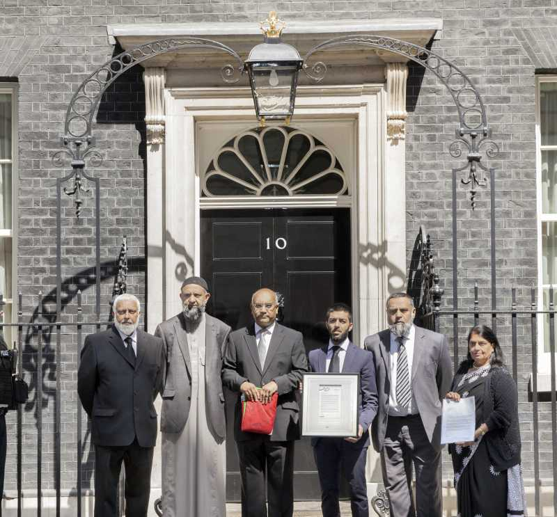 Mr Keith Vaz MP leads a delegation to present the Peace Flag to No 10