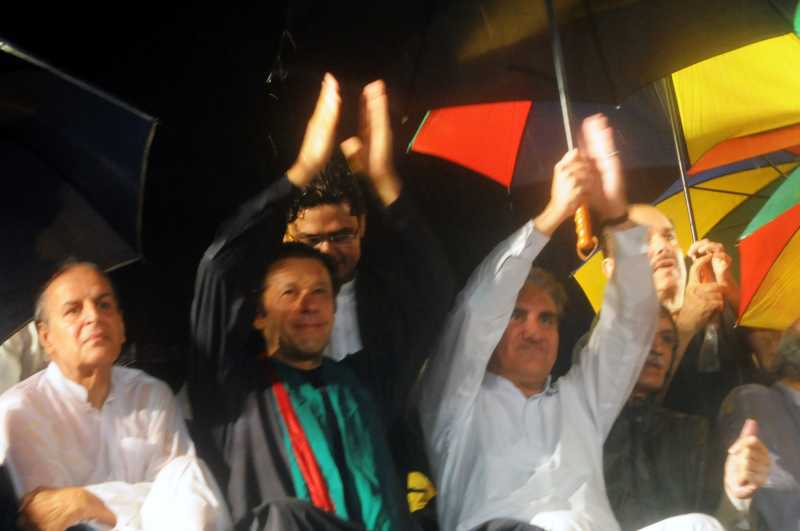-- Pakistani cricketer-turned-politician Imran Khan (2nd L) gestures during a protest rally against the country's Pakistan Muslim League-Nawaz-led government in Islamabad, capital of Pakistan, Aug. 16, 2014. Senior Pakistani political leader Imran Khan on Saturday demanded Prime Minister Nawaz Sharif resign and new elections be held as last year's polls were rigged. (Xinhua/Ahmad Kamal) ****Authorized by ytfs****