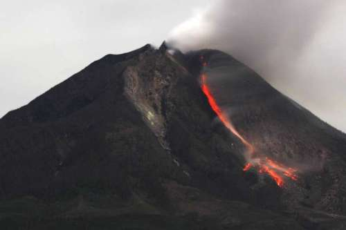 (WORLD SECTION) INDONESIA-NORTH SUMATRA-MOUNT SINABUNG-VOLCANO-VICTIMS