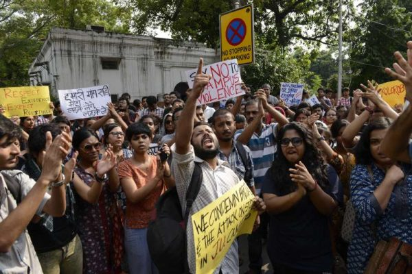 Activists of JNU students union protest against West Bengal government and sexual violence at Kolkata's Jadavpur University in front of Banga Bhavan in New Delhi on Sept. 20, 2014. (Photo: IANS)