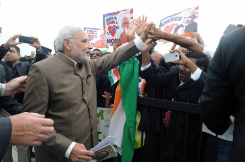 The Prime Minister, Shri Narendra Modi being greeting by the people on his arrival, at Andrews Air Force Base, in Washington on September 30, 2014.