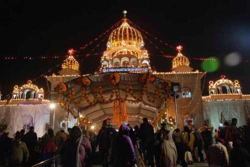 A splendorous view of illuminated Gurudwara Bangla Sahib on the birth anniversary of Guru Gobind Singh in New Delhi