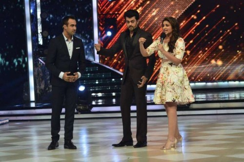 Actor Parineeti Chopra on the sets of Jhalak Dikhhla Jaa during the promotion of film Daawat-e-Ishq, in Mumbai