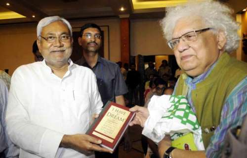 """Former Bihar Chief Minister and JD-U leader Nitish Kumar and Meghnad Jagdishchandra Desai during ADRI Foundation lecture on """"Can Poverty ever be abolished?"""" in Patna on Sept 5, 2014. (Photo: IANS)"""