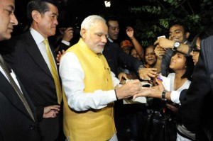 The Prime Minister, Shri Narendra Modi interacting with the people outside Indian Embassy in Japan after Inauguration of the Vivekananda Cultural Centre (Embassy of India), in Tokyo.