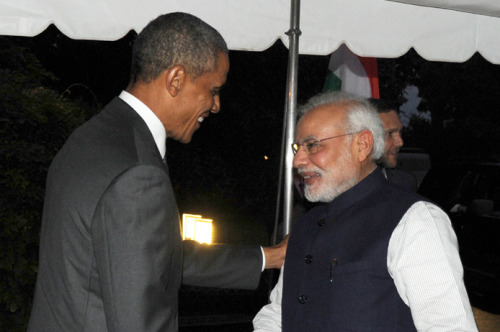 The President Barack Obama of the United States welcomes the Prime Minister, Shri Narendra Modi, at the dinner hosted in his honour, at the White House, in Washington DC