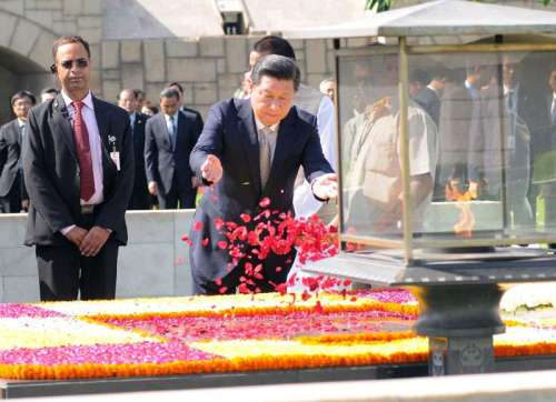 The Chinese President, Mr. Xi Jinping paying floral tributes at the Samadhi of Mahatma Gandhi, at Rajghat, in Delhi