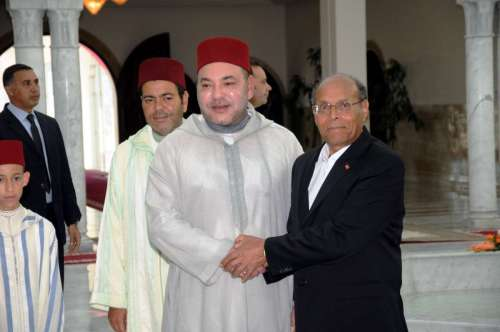 (140531) -- TUNIS, May 31, 2014 (Xinhua) -- Tunisia's President Moncef Marzouki (1st R) welcomes visiting King of Morocco, Sidi Mohammed (Mohammed VI) (2nd R) in Tunis, Tunisia, May 30, 2014. (Xinhua/Adher)