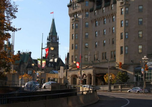 A street blanked off by policemen is seen near the Canadian parliament building in Ottawa, Canada, on Oct. 22, 2014. A Canadian soldier standing guard at the National War Memorial in Ottawa was gunned down and a security guard in the nearby parliament buildings wounded on Wednesday in an attack that police believe involved more than one gunman.