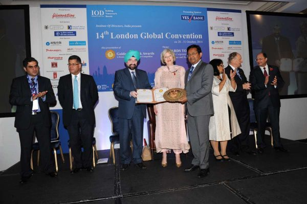 Mr Girish Radhakrishnan, CEO, New India Assurance accepting the Golden Peacock award on behalf of Mr G Srinivasan from Theresa May, British Home Secretary, and IOD India President Lt.Gem. JS Ahluwalia (file)