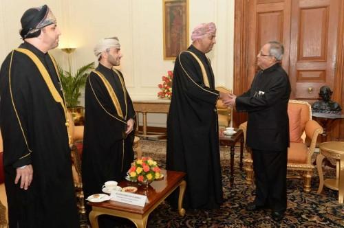 Commerce and Industry Minister of Oman, HE Dr. Ali Bin Masoud Al Sunaidy calls on President Pranab Mukherjee at Rashtrapati Bhavan in New Delhi