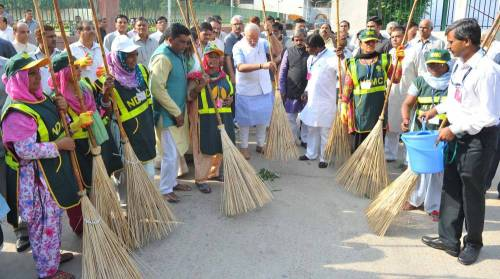 The Prime Minister, Shri Narendra Modi launching the cleanliness drive for Swacch Bharat Mission from Valmiki Basti, in New Delhi