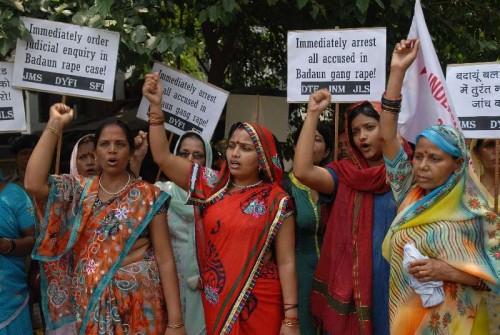 Members of the DYFI, JMS and SFI raising slogans during a demonstration infront of Uttar Pradesh Bhavan, demanding immediate arrest of culprits involved in Budaun rape case in New Delhi on May 31, 2014.
