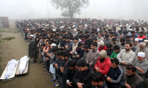 Chattergam: People in large numbers participate in the funeral of the two local youths who were killed in army firing, in Chattergam village of Jammu and Kashmir's Badgam district on Nov.4, 2014.