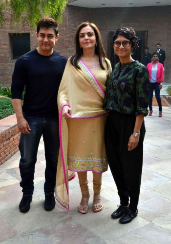Agra: Actor Aamir Khan (L), with his wife and filmmaker Kiran Rao (R), and Reliance Foundation Chairperson Nita Ambani (C) during their visit to Agra on Nov 9, 2014. (Photo: Pawan Sharma/IANS)