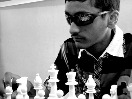 The blind chess player in Algorithms