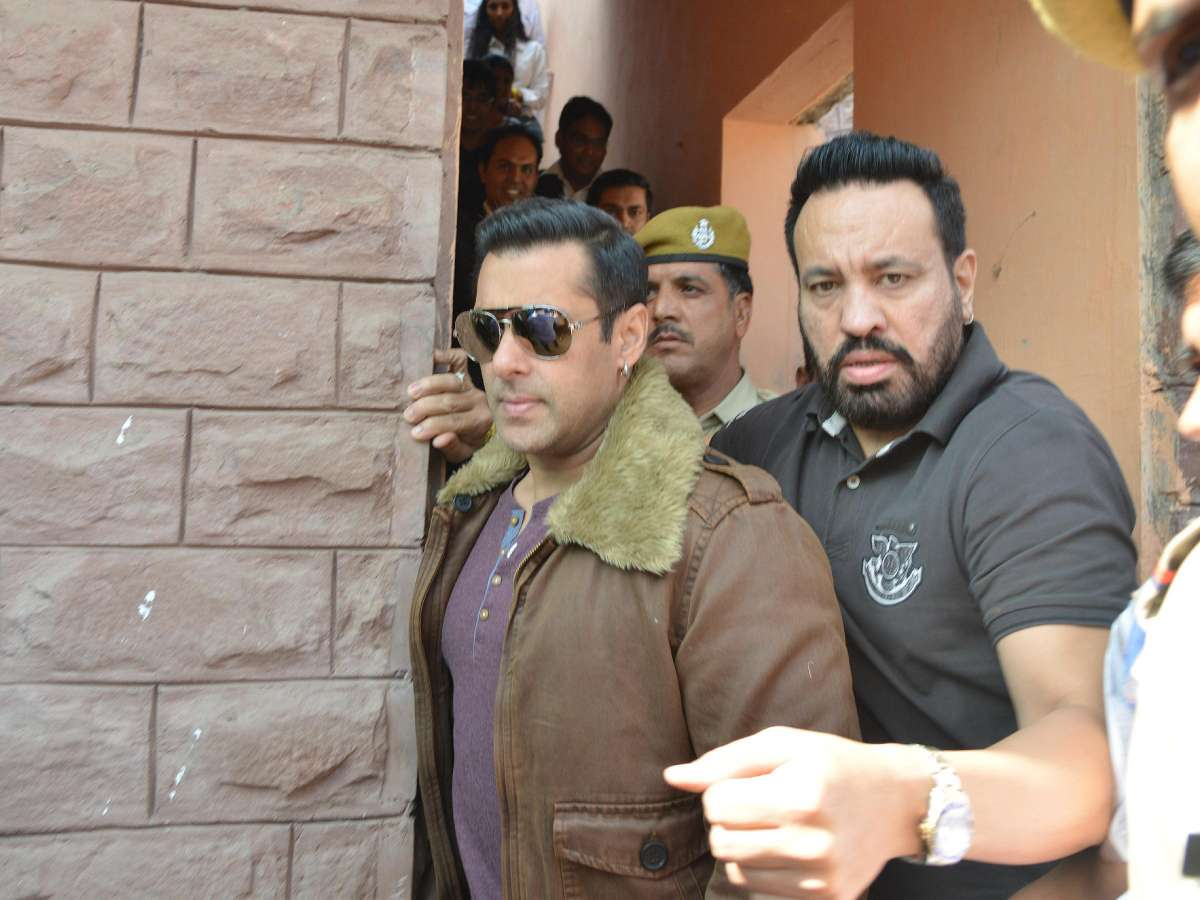 Jodhpur: Actor Salman Khan arrives to appear before a Jodhpur Court in connection with 1998 blackbuck poaching case on Nov 14, 2014. (Photo: IANS)