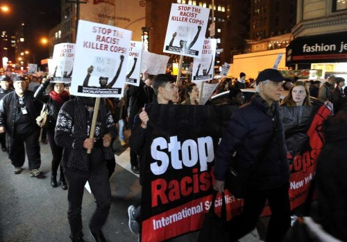 People gather for a Ferguson protest in New York Nov. 25, 2014. Tens of thousands of people in 90 cities of the U.S. held rallies on Tuesday to protest against a grand jury's deciding not to indict a white officer who shot dead a black teen in Ferguson of Missouri.