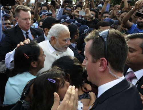 The Prime Minister, Shri Narendra Modi meeting with public, in Brisbane, Australia on November 16, 2014.
