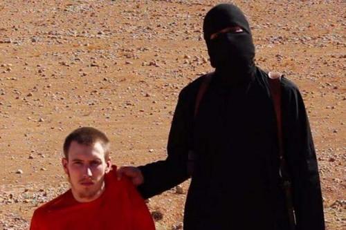 Jihadi John with one of his victims